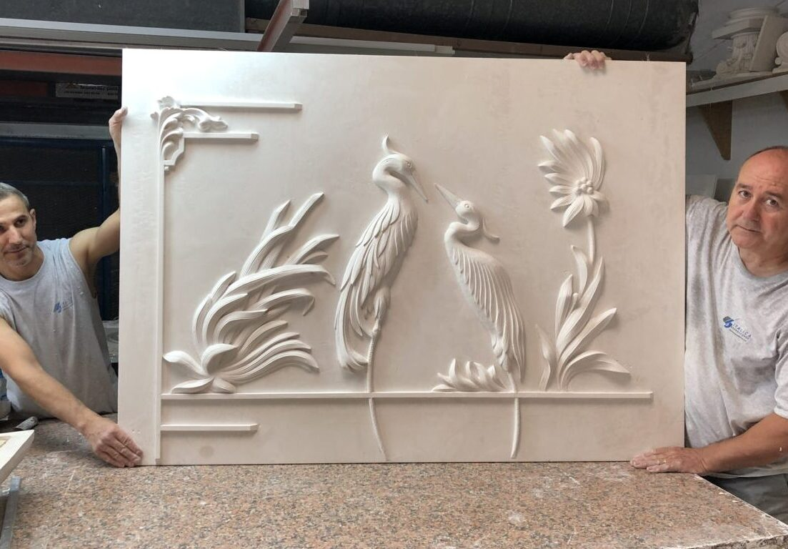 relieve tallado a mano por italica decoraciones