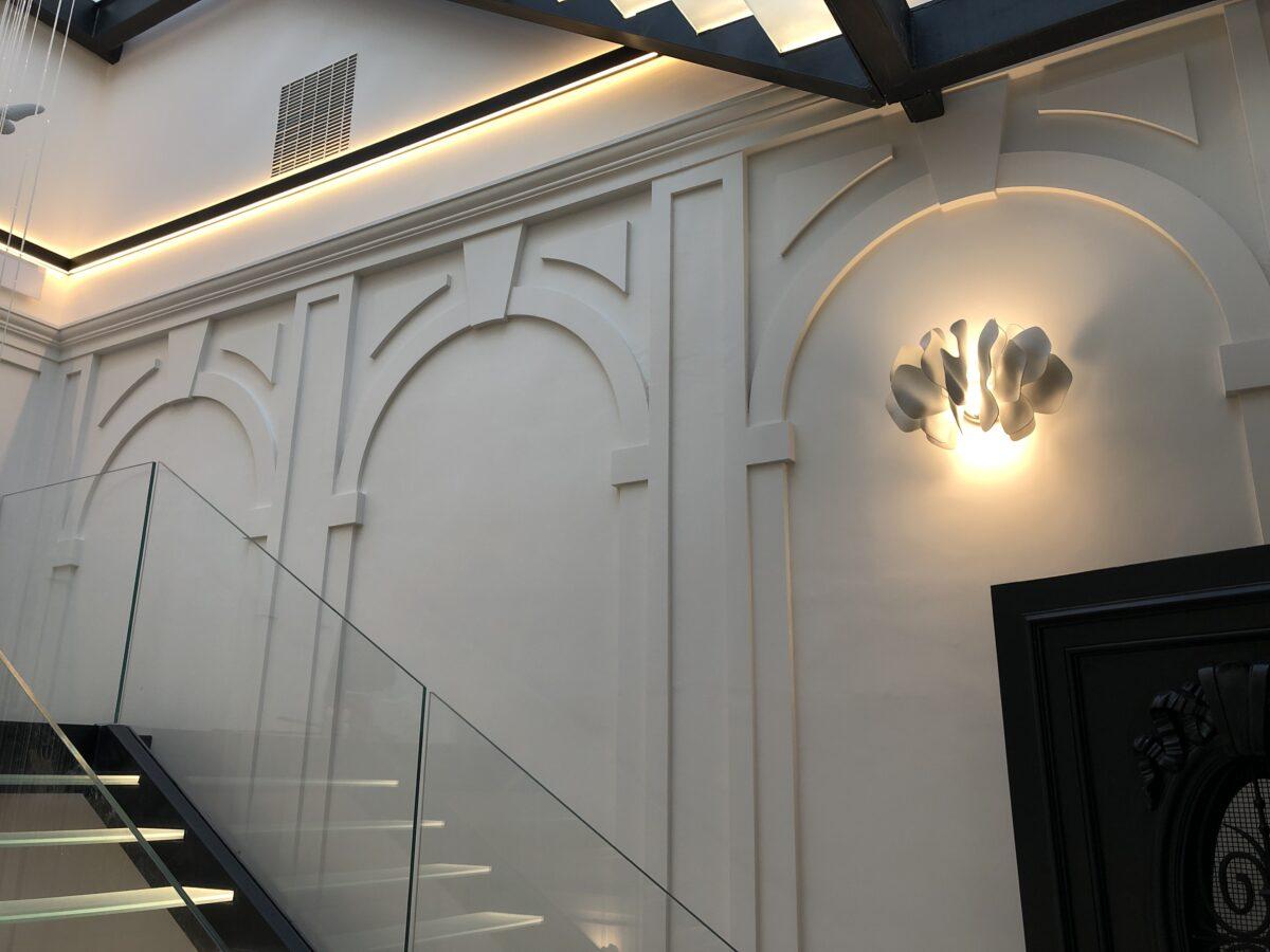 arcos y molduras en paredes