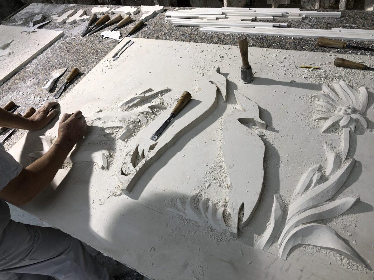Italica relieve tallado a amano restaurante vallier