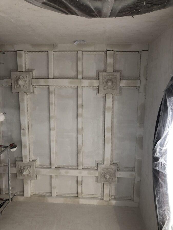 montaje y colocación de techo decorado de escayola
